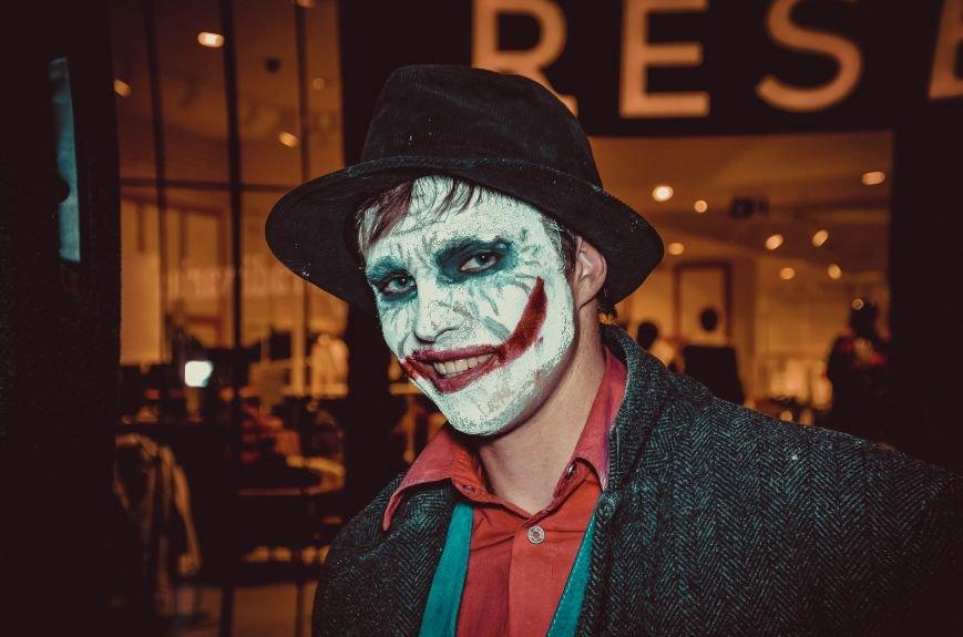 ФОТОРЕПОРТАЖ: В Симферополе «нечисть» собралась на шабаш в торговом центре, фото-14
