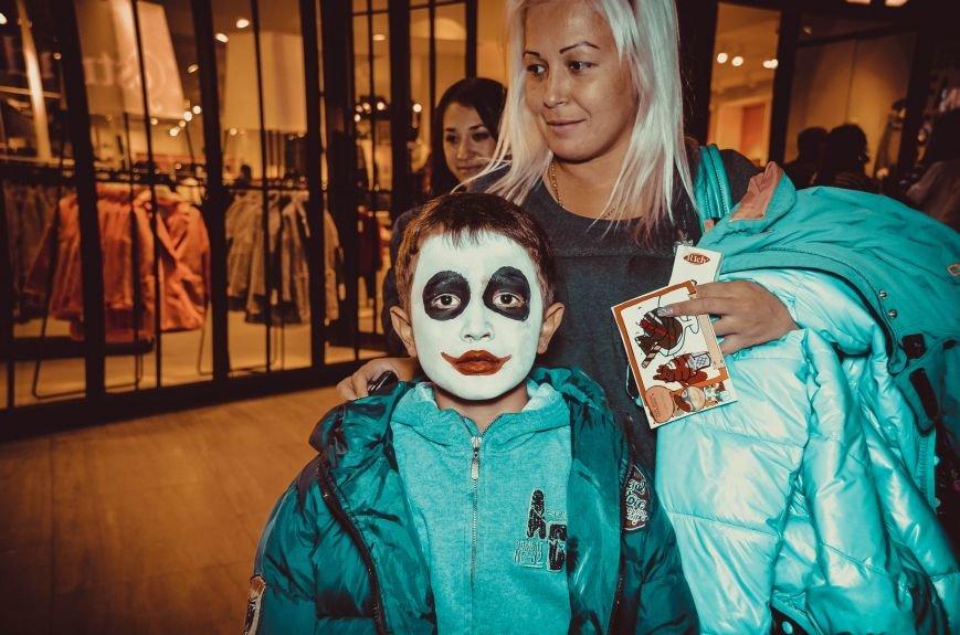ФОТОРЕПОРТАЖ: В Симферополе «нечисть» собралась на шабаш в торговом центре, фото-1