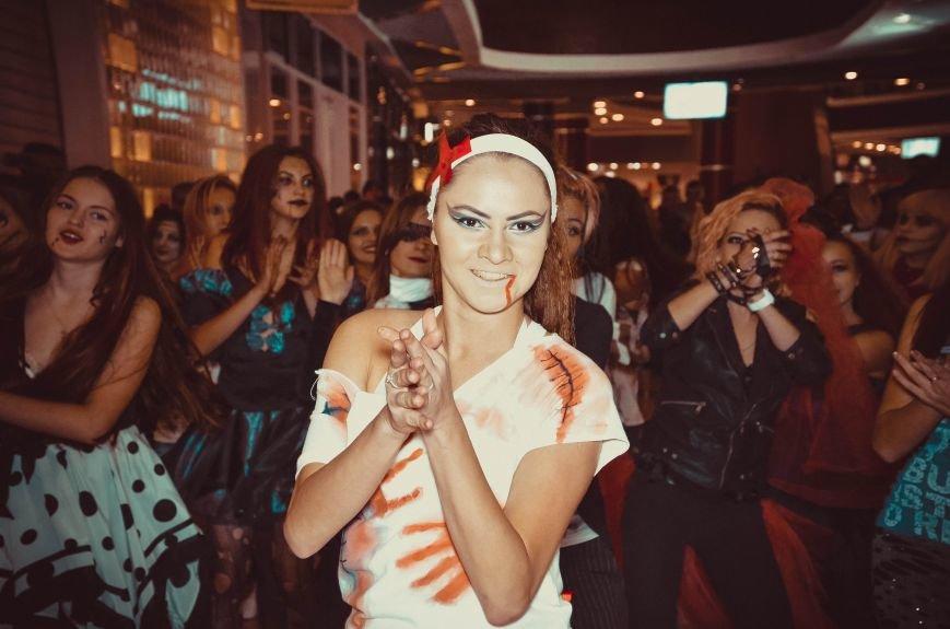 ФОТОРЕПОРТАЖ: В Симферополе «нечисть» собралась на шабаш в торговом центре, фото-7