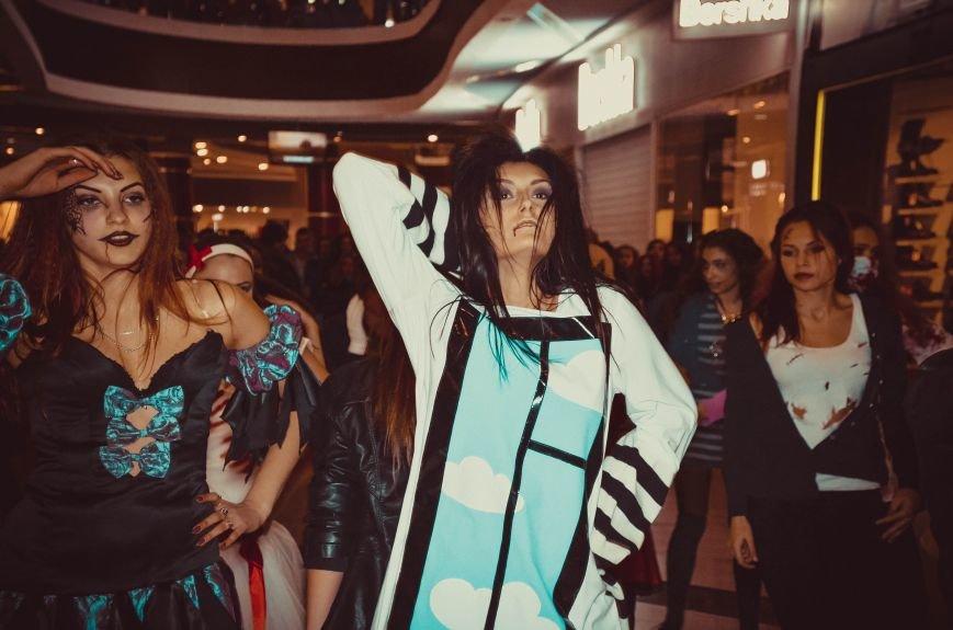 ФОТОРЕПОРТАЖ: В Симферополе «нечисть» собралась на шабаш в торговом центре, фото-8