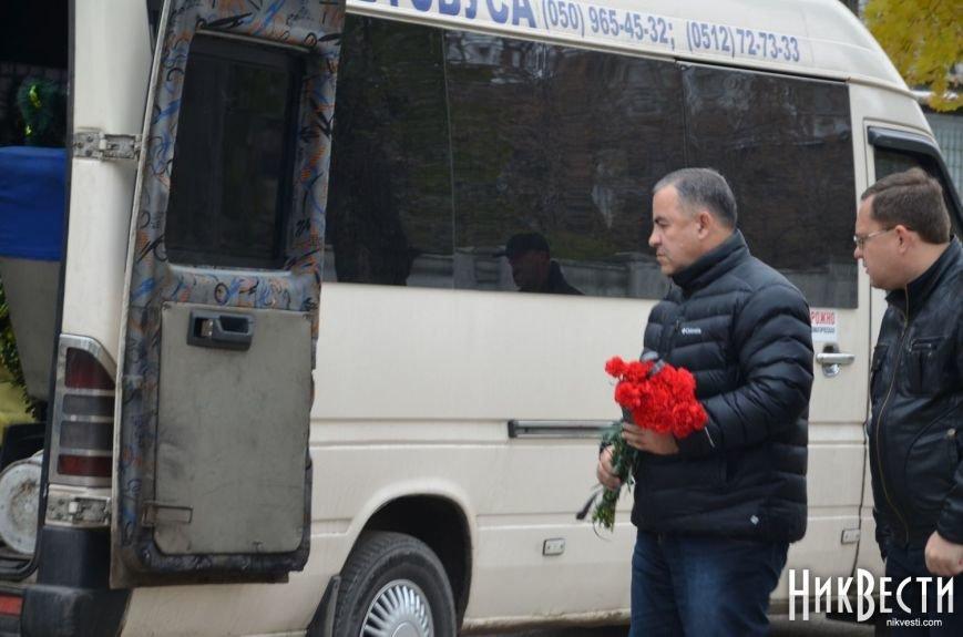 Николаев простился с морпехом, погибшим в Мариуполе (ФОТО+ВИДЕО), фото-7