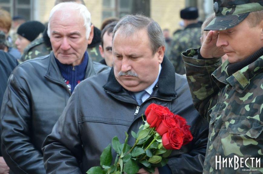 Николаев простился с морпехом, погибшим в Мариуполе (ФОТО+ВИДЕО), фото-10