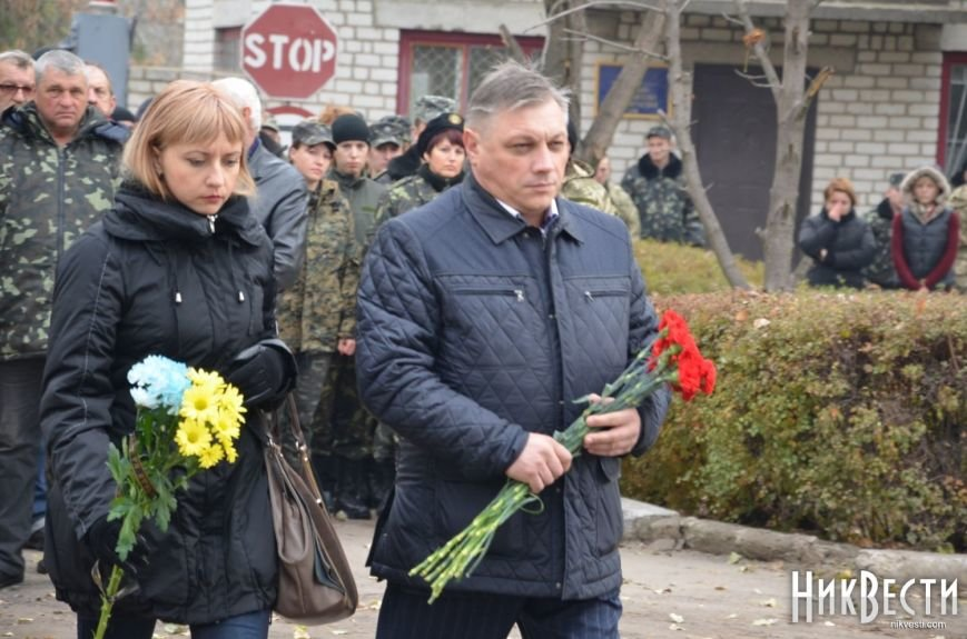 Николаев простился с морпехом, погибшим в Мариуполе (ФОТО+ВИДЕО), фото-6
