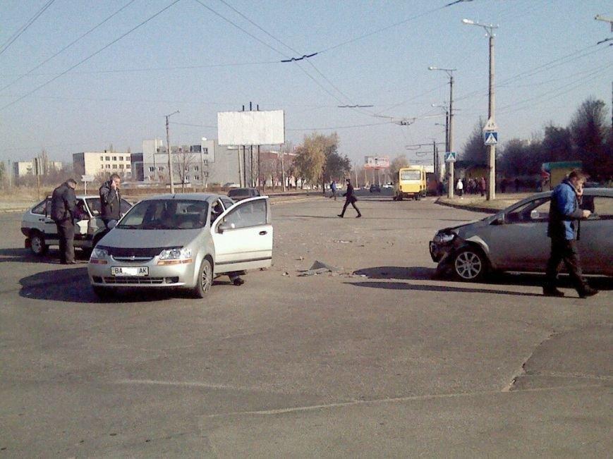 В Кировограде произошло ДТП с участием трех автомобилей (фото), фото-2