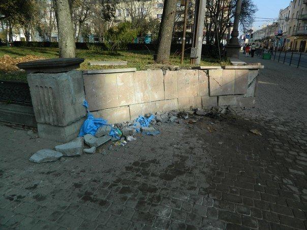 У центрі Тернополя водій «Тойоти» врізався в огорожу (ФОТО), фото-2