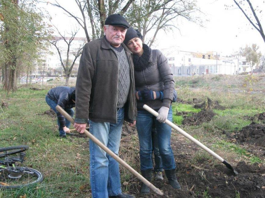 На центральной аллее парка «Правды» криворожане высадили 400 саженцев берез (ФОТО, ВИДЕО), фото-1