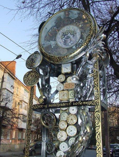 У Тернополі встановили скульптурну композицію з годинниками, що зупинилися, фото-1