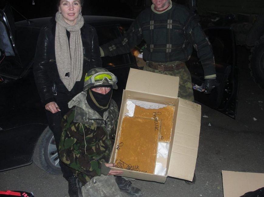 Киевские волонтеры передали подарки мариупольским артиллеристам (ФОТО), фото-1
