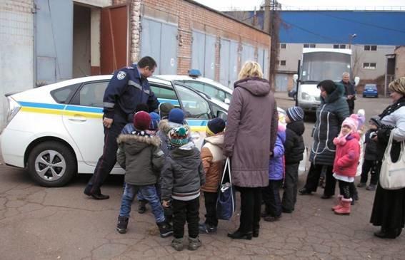 Сотрудники ГАИ рассказали малышам, что они делают для безопасности на дороге (ФОТО), фото-2