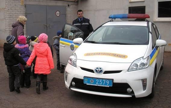 Сотрудники ГАИ рассказали малышам, что они делают для безопасности на дороге (ФОТО), фото-3