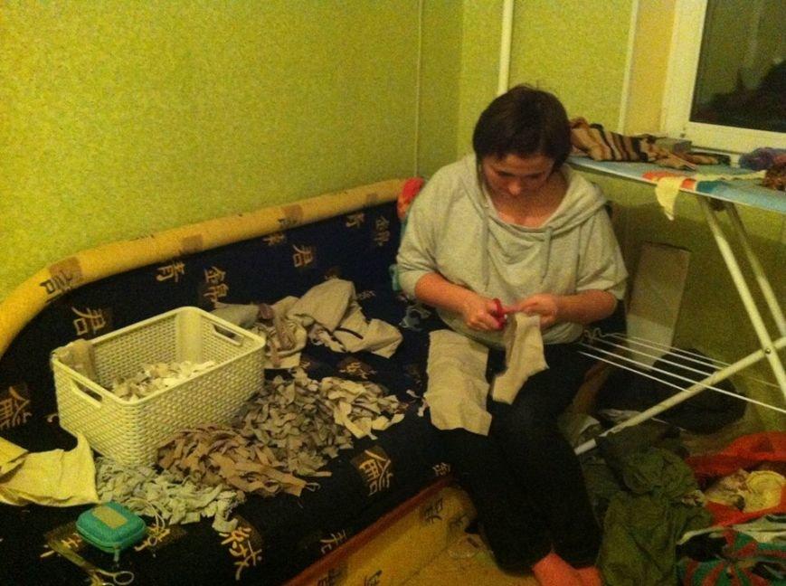 Криворожанки изготовили более 200 квадратных метров маскировочной сетки и принялись за «кикимору» (ФОТО), фото-6