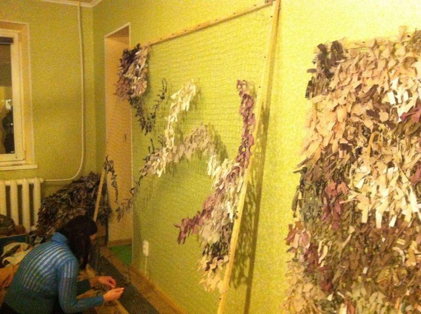 Криворожанки изготовили более 200 квадратных метров маскировочной сетки и принялись за «кикимору» (ФОТО), фото-5