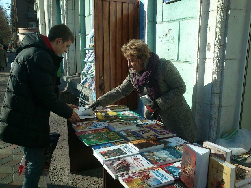 Днепродзержинцев приглашают посетить библиотеку и ознакомиться с более чем 3 000 новых книг, фото-2