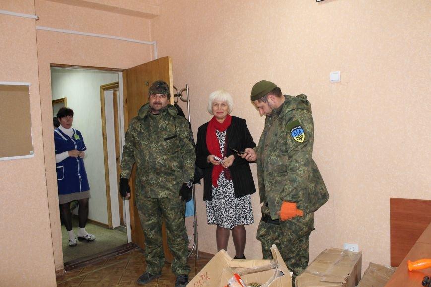 Батальон «Днепр-1» оказал помощь вынужденным переселенцам, которые проживают в Красноармейске, фото-10