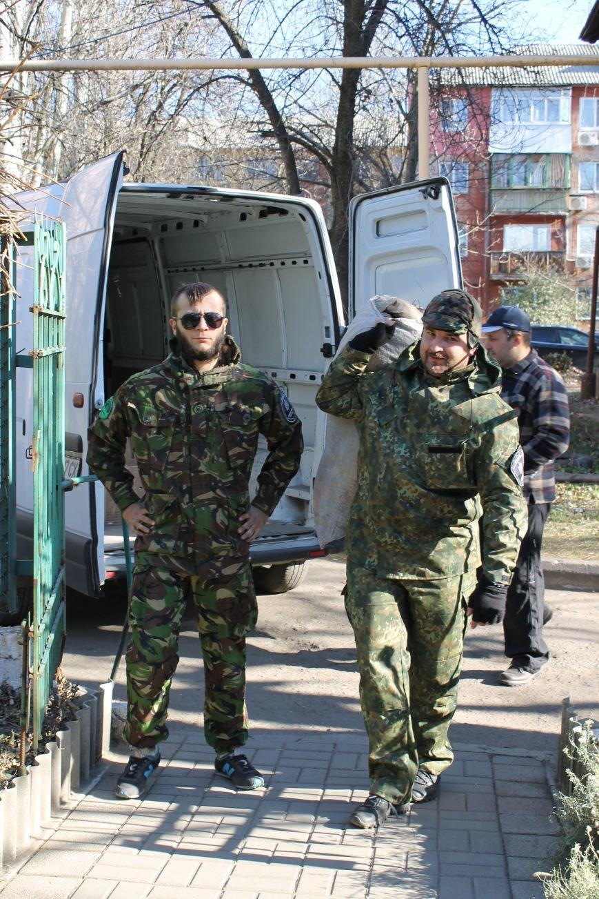 Батальон «Днепр-1» оказал помощь вынужденным переселенцам, которые проживают в Красноармейске, фото-2