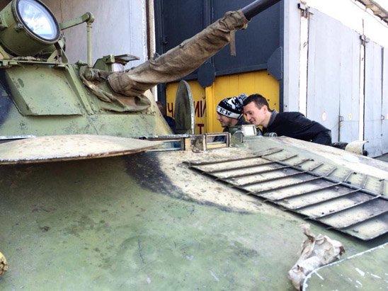 """""""Мій тато був на війні. Я за ним дуже скучила"""", - в Житомире встречали с Донбасса десантников 95-й бригады - Цензор.НЕТ 7455"""