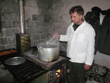 Опытные рестораторы организовывают питание защитников Мариуполя, фото-1