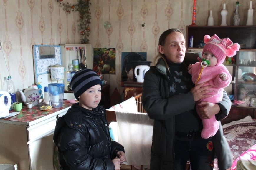 Многодетная семья переселенцев из Горловки нуждается в помощи артемовцев, фото-1