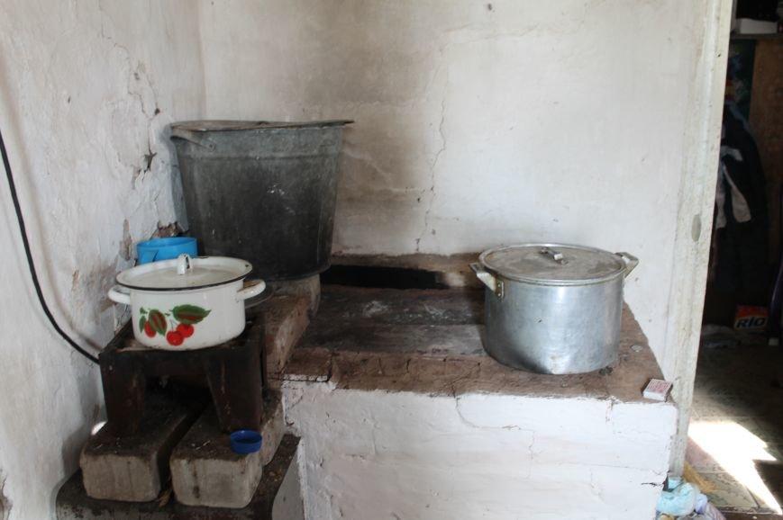 Многодетная семья переселенцев из Горловки нуждается в помощи артемовцев, фото-2
