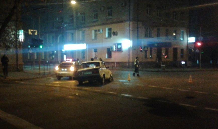 У центрі Тернополя зіткнулися два автомобілі таксі, є потерпілі (ФОТО), фото-3