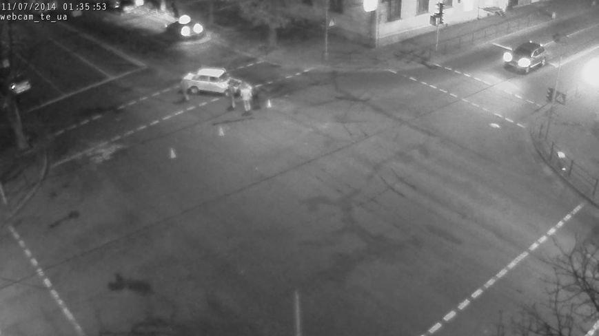 У центрі Тернополя зіткнулися два автомобілі таксі, є потерпілі (ФОТО), фото-5
