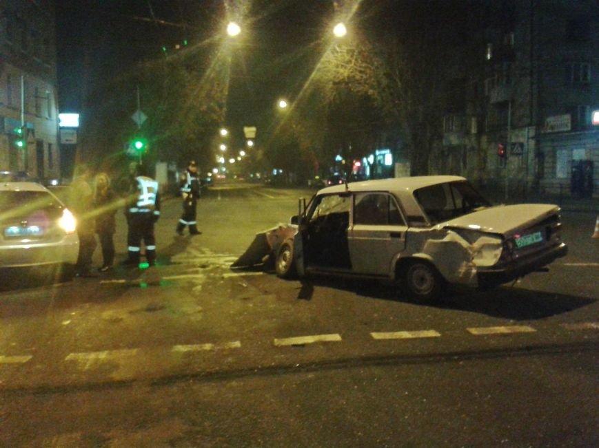 У центрі Тернополя зіткнулися два автомобілі таксі, є потерпілі (ФОТО), фото-1