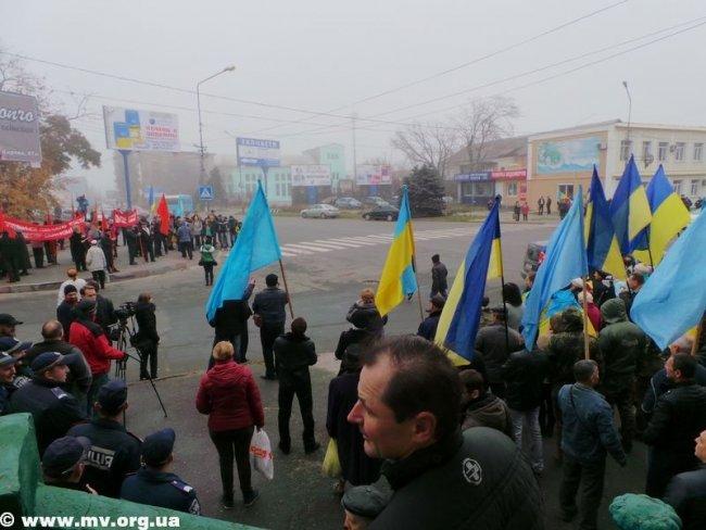 В Мелитополе коммунистов не пустили пройти маршем по главному проспекту (ФОТО, ВИДЕО), фото-1