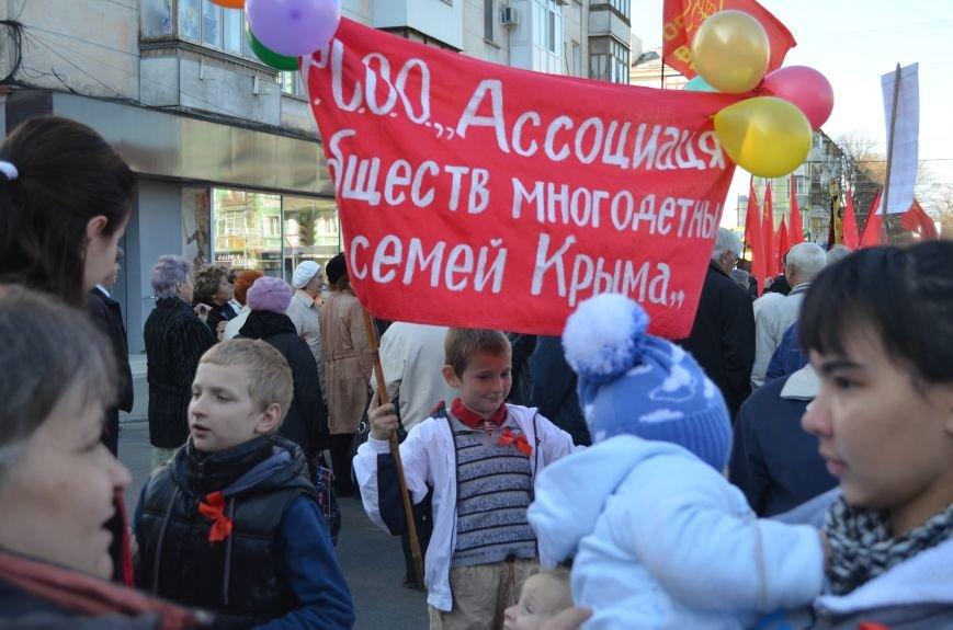 ФОТОРЕПОРТАЖ: В Симферополе коммунисты вышли на митинг с красными знаменами и портретами Сталина, фото-6