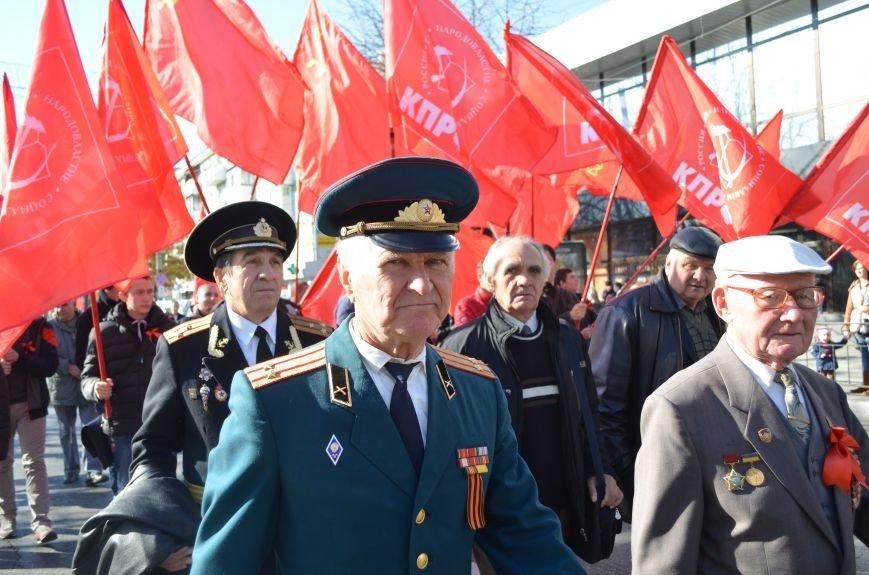 ФОТОРЕПОРТАЖ: В Симферополе коммунисты вышли на митинг с красными знаменами и портретами Сталина, фото-12