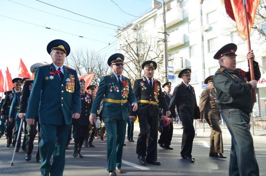 ФОТОРЕПОРТАЖ: В Симферополе коммунисты вышли на митинг с красными знаменами и портретами Сталина, фото-11
