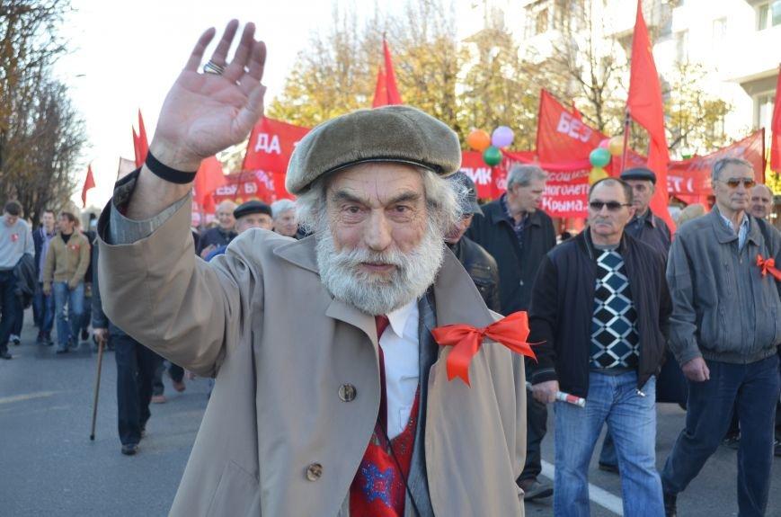 ФОТОРЕПОРТАЖ: В Симферополе коммунисты вышли на митинг с красными знаменами и портретами Сталина, фото-17