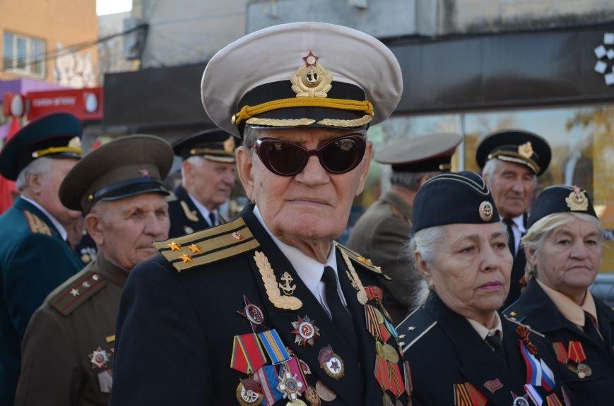 ФОТОРЕПОРТАЖ: В Симферополе коммунисты вышли на митинг с красными знаменами и портретами Сталина, фото-3