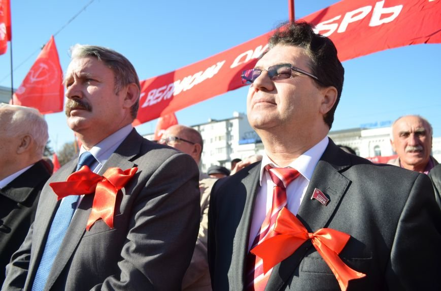 ФОТОРЕПОРТАЖ: В Симферополе коммунисты вышли на митинг с красными знаменами и портретами Сталина, фото-24