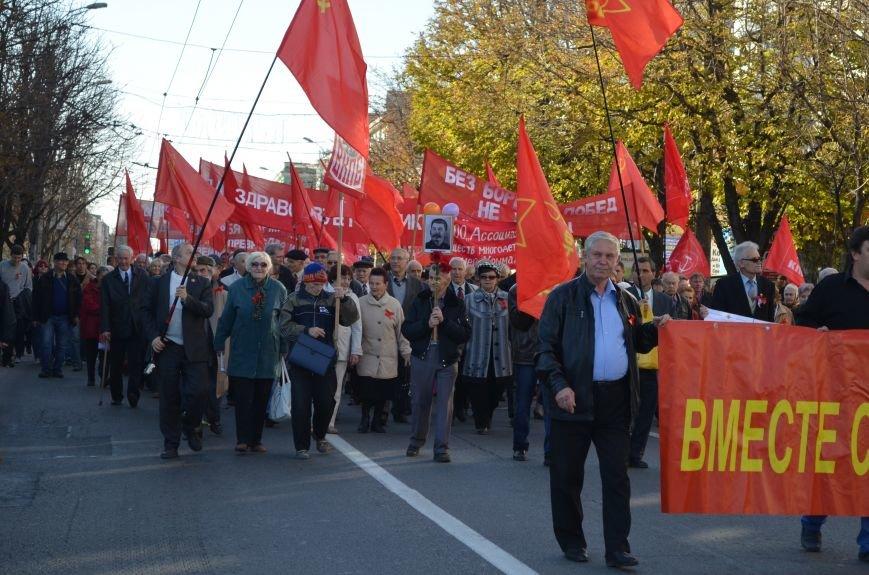 ФОТОРЕПОРТАЖ: В Симферополе коммунисты вышли на митинг с красными знаменами и портретами Сталина, фото-16