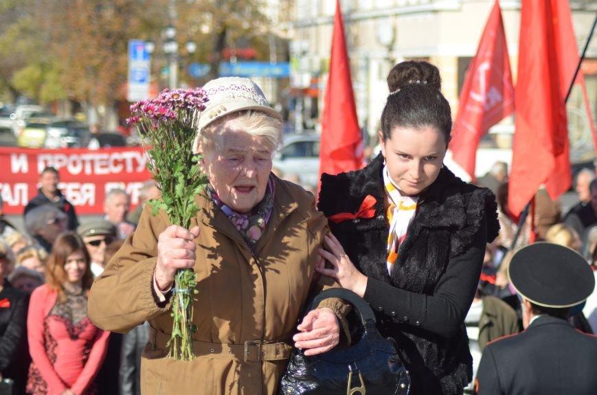 ФОТОРЕПОРТАЖ: В Симферополе коммунисты вышли на митинг с красными знаменами и портретами Сталина, фото-26