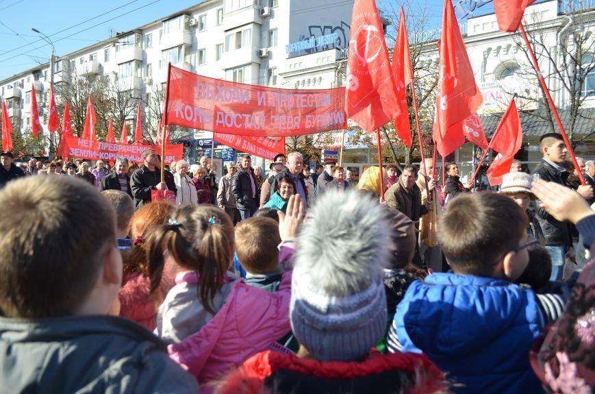ФОТОРЕПОРТАЖ: В Симферополе коммунисты вышли на митинг с красными знаменами и портретами Сталина, фото-18