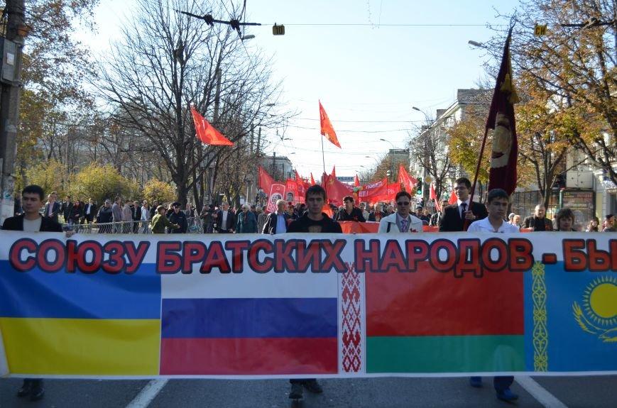 ФОТОРЕПОРТАЖ: В Симферополе коммунисты вышли на митинг с красными знаменами и портретами Сталина, фото-15