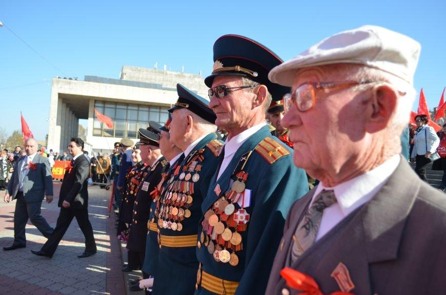 ФОТОРЕПОРТАЖ: В Симферополе коммунисты вышли на митинг с красными знаменами и портретами Сталина, фото-22