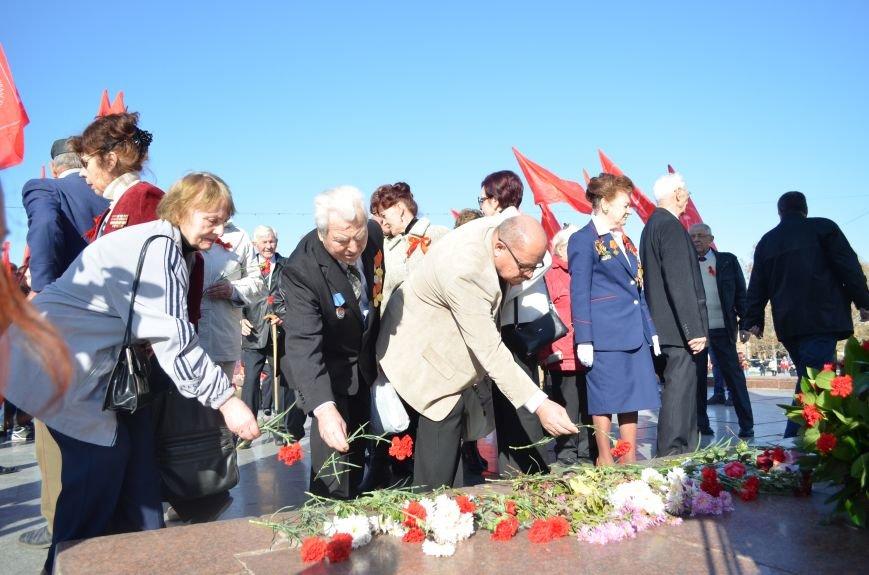 ФОТОРЕПОРТАЖ: В Симферополе коммунисты вышли на митинг с красными знаменами и портретами Сталина, фото-21