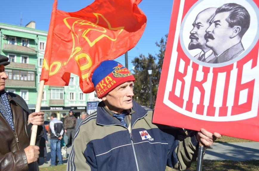 ФОТОРЕПОРТАЖ: В Симферополе коммунисты вышли на митинг с красными знаменами и портретами Сталина, фото-2