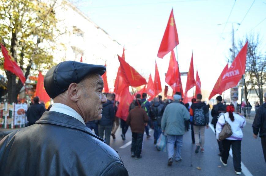 ФОТОРЕПОРТАЖ: В Симферополе коммунисты вышли на митинг с красными знаменами и портретами Сталина, фото-14