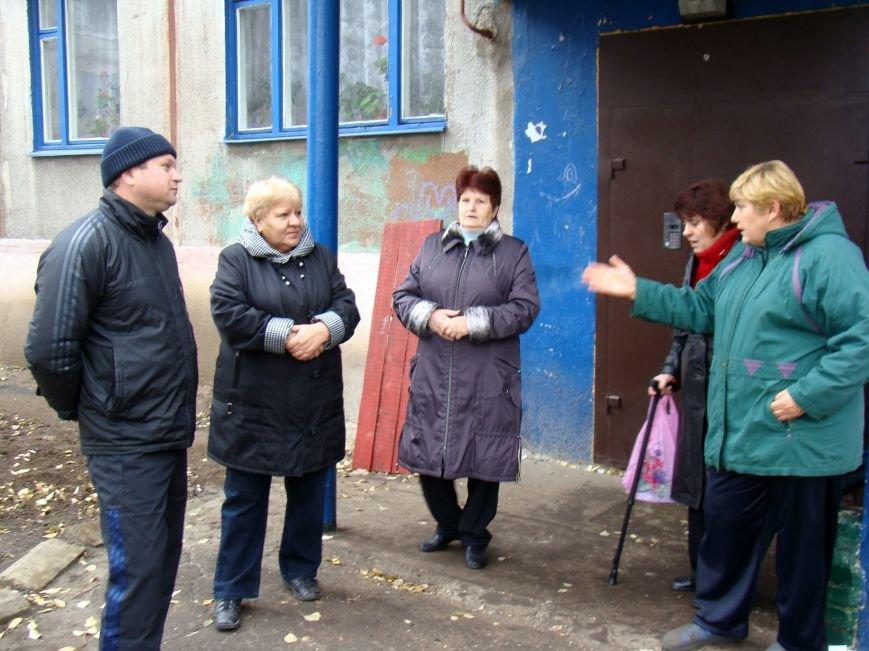 Благодаря Красноармейскому депутату Олегу Подлесному аварийных деревьев в поселке динзавода стало меньше, фото-3