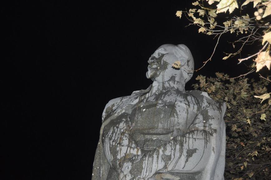 ФОТОРЕПОРТАЖ: Попытка повалить «Железного Феликса» в Запорожье «захлебнулась», фото-24