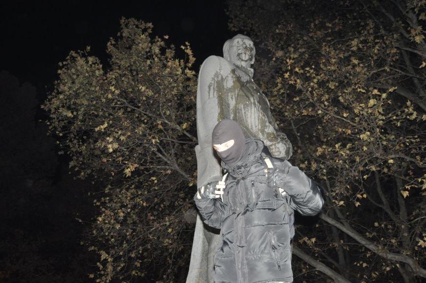 ФОТОРЕПОРТАЖ: Попытка повалить «Железного Феликса» в Запорожье «захлебнулась», фото-21