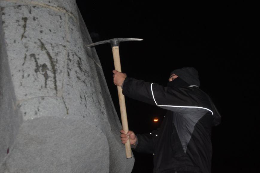 ФОТОРЕПОРТАЖ: Попытка повалить «Железного Феликса» в Запорожье «захлебнулась», фото-25