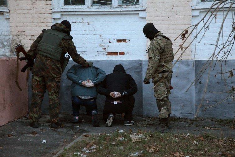 Стрельба в Васильевке: возле ОВК №79 произошла стычка двух группировок «Правого сектора» с применением оружия, - СМИ (ФОТО), фото-3