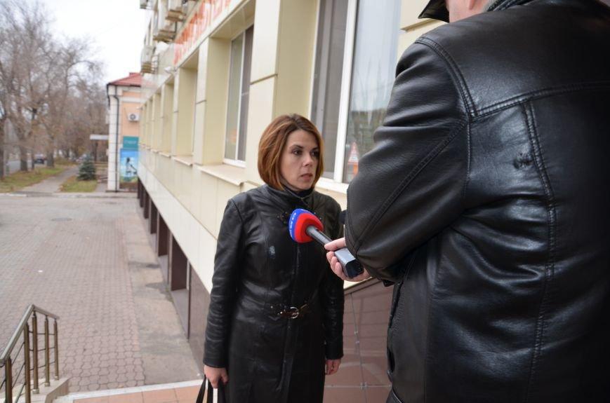 В Мариуполе вооруженные люди окружили здание «Мариупольтеплосети» (ФОТО+Дополняется), фото-1
