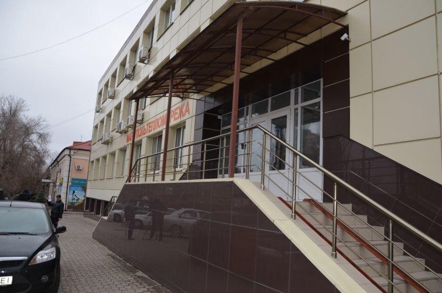 В Мариуполе вооруженные люди окружили здание «Мариупольтеплосети» (ФОТО+Дополняется), фото-4