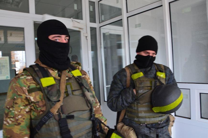 В Мариуполе вооруженные люди окружили здание «Мариупольтеплосети» (ФОТО+Дополняется), фото-9