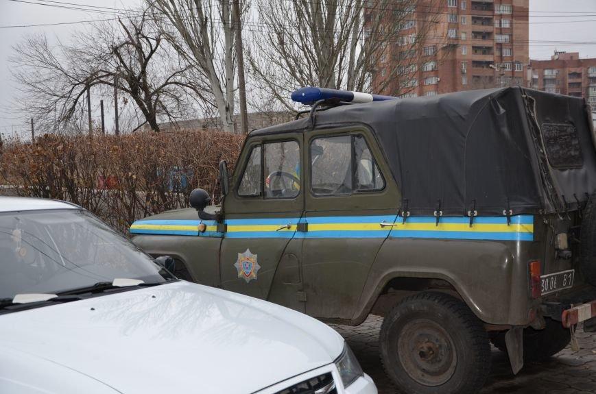 В Мариуполе вооруженные люди окружили здание «Мариупольтеплосети» (ФОТО+Дополняется), фото-3